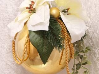 Weihnachstkugel dekoriert mit Weihnachststernen und Tannenzweigen in gold & creme:   von GP METALLUM