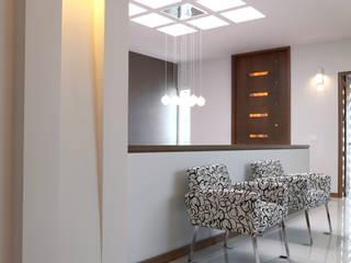 Pasillos y recibidores de estilo  por arketipo-taller de arquitectura