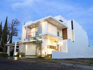 frontal Casas modernas de arketipo-taller de arquitectura Moderno