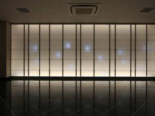 三田高野山弘法寺龍生院(東京) モダンな 壁&床 の 株式会社ライティングM モダン