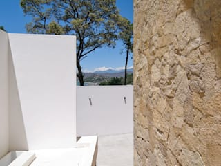 Modern balcony, veranda & terrace by alexandro velázquez Modern