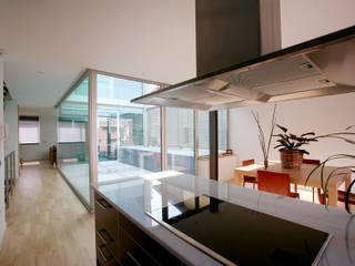 Vista interior cocina: Cocinas de estilo  de Comas-Pont Arquitectes slp