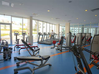 Modern gym by CCT INVESTMENTS Modern