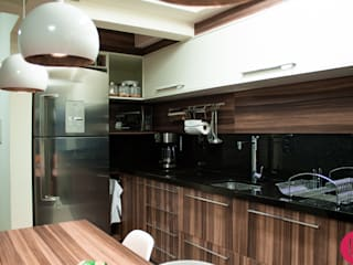 Apartamento jovem:   por USINA INTERIOR DESIGN
