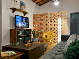 BEACH HOUSE - TRAMANDAÍ/RS Salas de estar tropicais por Arquitetando ideias Tropical