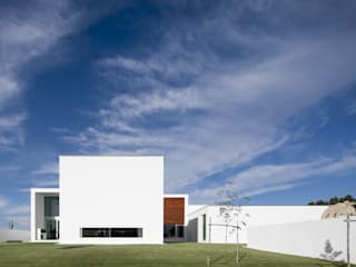 Aradas House Maisons modernes par RVDM, Arquitectos Lda Moderne