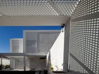 Moradias Manta Rota: Casas  por Posto9 Arquitectos,Moderno