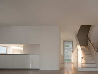 Moradias Manta Rota: Cozinhas modernas por Posto9 Arquitectos