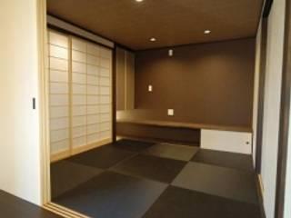 和 Modern/戸建住宅リノベーション: Office Poco庵 澁谷和美一級建築士事務所が手掛けたリビングです。