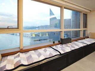 Balcon, Veranda & Terrasse modernes par 필립인테리어 Moderne