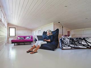 Ruang Keluarga by Woody-Holzhaus - Kontio