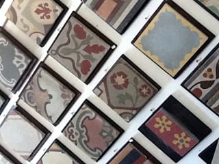 Baldosas,mosaico artesanal,pisos,carreaux cement,tiles,floor,pattern di TOMASELLO SRL PAVIMENTI D'EPOCA REALIZZATI OGGI Moderno