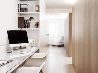 Escritorio 01: Estudios y despachos de estilo  de onside