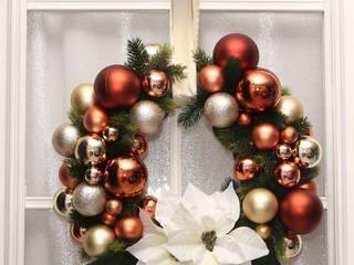 Klassischer Weihnachtstürkranz mit Weihnachssternen und Kugeln in Kupfer & gold:   von GP METALLUM