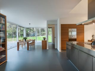Maas Architecten Modern dining room