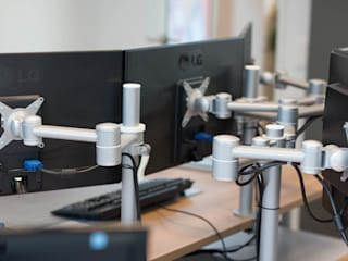Monitorarm Viewlite: moderne Arbeitszimmer von Büromöbel-Experte