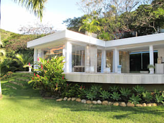 (2010) Residência Engenho do Mato: Casas  por Escritório Ana Meirelles