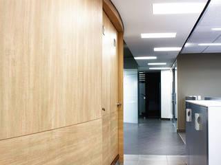 الممر الحديث، المدخل و الدرج من Qualittá Arquitectura حداثي