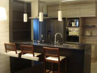 Residência GM: Cozinhas  por HV | Arquitetos Associados,Moderno