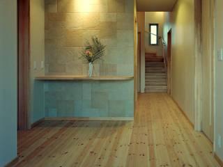Ingresso & Corridoio in stile  di 小栗建築設計室, Moderno