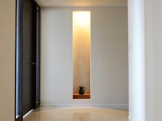 暮らすひと暮らすところ Corredores, halls e escadas modernos