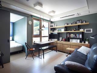Colorful Small House: housetherapy의  거실,모던