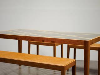 Slash table: iei studioが手掛けたです。,