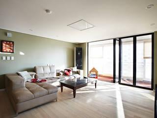Urban Morden House: housetherapy의  거실,모던