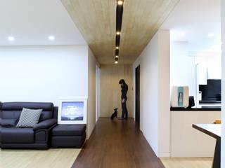 Ingresso, Corridoio & Scale in stile moderno di designband YOAP Moderno