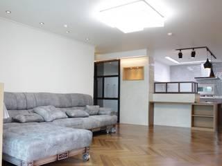 Modern Living Room by 더홈인테리어 Modern