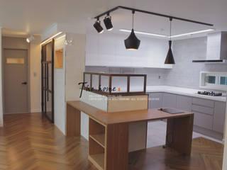 Phòng ăn phong cách hiện đại bởi 더홈인테리어 Hiện đại