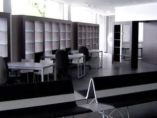 Klassische Wohnzimmer von Ylla Jorrin Bernaus S.L Klassisch