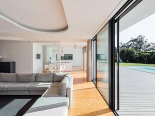 Casa Touguinhó II: Salas de estar  por Raulino Silva Arquitecto Unip. Lda,Minimalista