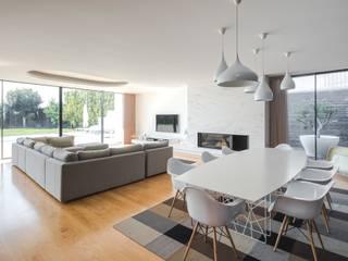 Sala da pranzo in stile  di Raulino Silva Arquitecto Unip. Lda