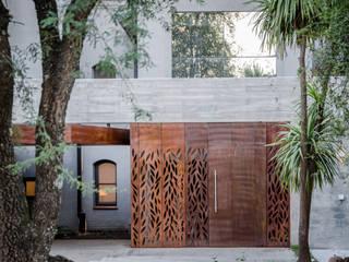 CASA BNG: Ventanas de estilo  por BLOS Arquitectos