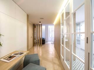 DonateCaballero Arquitectos Minimalist study/office Wood Brown