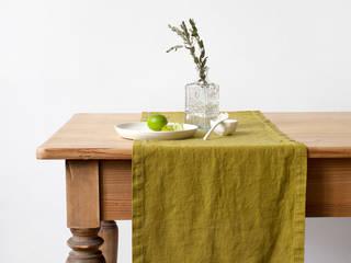 Tischläufer aus 100% Leinen, vorgewaschen, Moosgrün:   von Natur Leinen     (Linen Tales Deutschland)