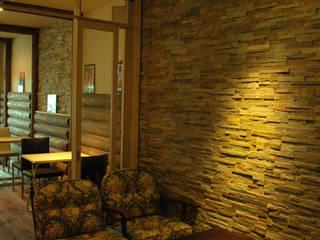 西川真悟建築設計 Sala multimediale moderna