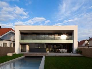 Piscinas de estilo moderno de PASCHINGER ARCHITEKTEN ZT KG Moderno