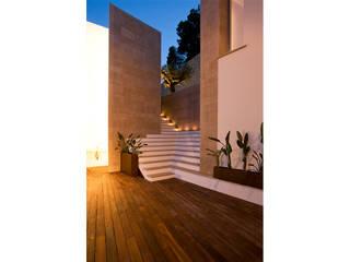 Vivienda aislada 1ª línea en Formentor:  de estilo  de Miguel Arenas Arquitecto