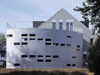 Atelierhaus 'D' | Düsseldorf Moderne Häuser von naos baukultur gmbh Modern
