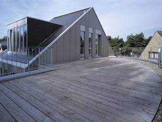Atelierhaus 'D' | Düsseldorf Moderner Balkon, Veranda & Terrasse von naos baukultur gmbh Modern