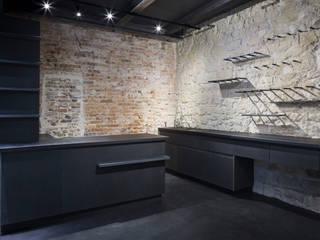 Kantor & Toko Gaya Industrial Oleh MELANIE LALLEMAND ARCHITECTURES Industrial