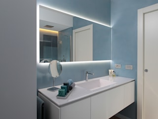 Modern bathroom by architetto roberta castelli Modern
