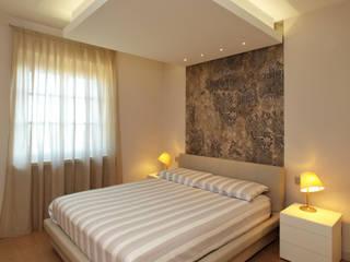 VILLA A GUARENE Camera da letto moderna di architetto roberta castelli Moderno