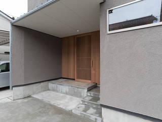 Minimalistischer Flur, Diele & Treppenhaus von 家山真建築研究室 Makoto Ieyama Architect Office Minimalistisch