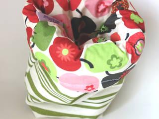 Aequorea Home Collection - Apples & Stripes di Aequorea Moderno