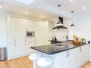 Extension in Weybridge, KT13 Modern kitchen by TOTUS Modern