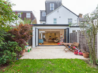 Extension in Weybridge, KT13 Modern houses by TOTUS Modern