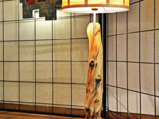 Intégration du luminaire bois: Art de style  par Atelier Petrovic